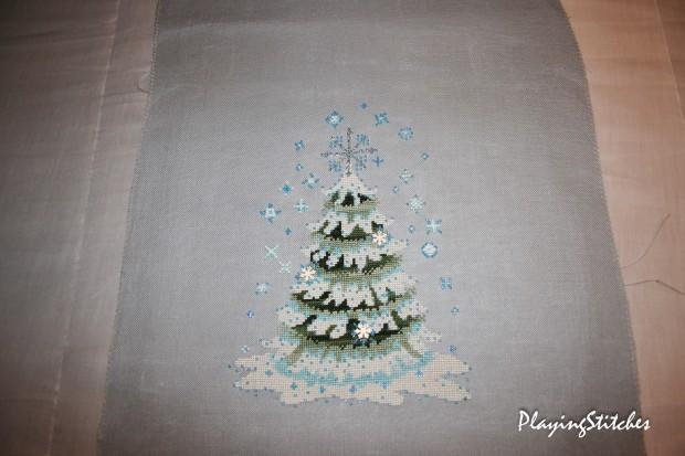 [:ru]Нора Корбетт Новогодняя Елочка 2010 вышита шелковыми ниточками Crescent Colors и бисером Mill Hill украшенная верхушка