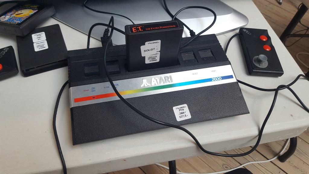 Atari maskinen med det ekstremt kritikerroste E.T... NOT!
