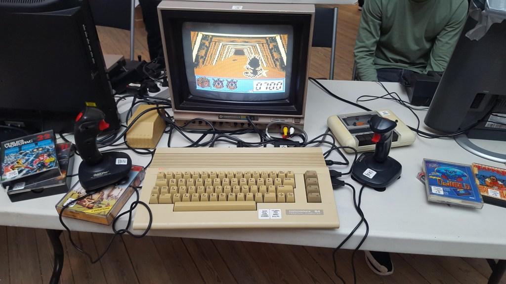 Hugo fik også lige en svingom på C64