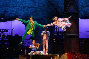 peter-pan-paul-hilton-and-wendy-madeleine-worrall-in-peter-pan-c-steve-tanner