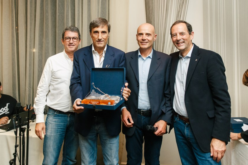 "Il ns Ceo Leo Aruta mentre riceve il premio ""Hp Designjet Top Champions 2017"" come partner N. 1 in Italia"