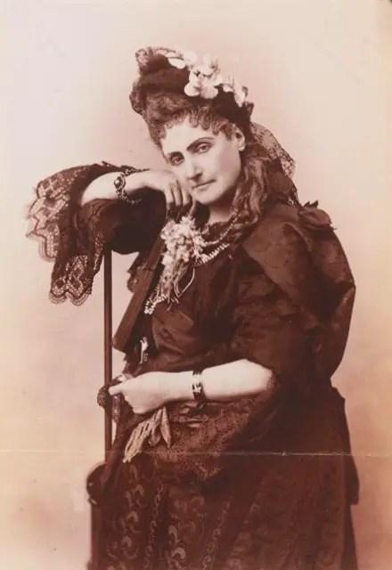 La Mà (1895) Virginia de Castiglione par Pierson