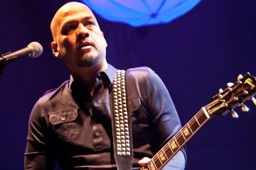 Pixies. Joey Santiago. Guitarrista. Rehabilitación. Cúsica Plus