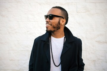 "Entra a la fiesta de Anderson.Paak con el video de ""Come Down"". Cúsica Plus"