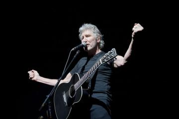 """Neil Young, Roger Waters y My Morning Jacket tocaron """"Forever Young"""" de Bob Dylan. Cúsica Plus"""