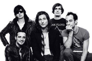 Nick Valensi de The Strokes confirma que trabajan en un nuevo disco. Cúsica Plus