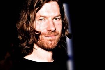 Aphex Twin invita con un extraño video protagonizado por Trump y Clinton a su concierto en los Estados Unidos. Cúsica Plus