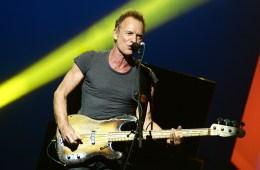 Sting tocó éxitos de The Police para recibir el American Music Award Of Merit. Cusica Plus