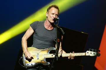 Sting tocó éxitos de The Police para recibir el American Music Award Of Merit. Cusica Plus