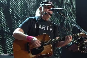 Neil Young hace un llamado a Obama para frenar definitivamente la construcción del Dakota Access Pipeline. Cusica Plus