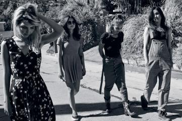 "Mira a las chicas de Warpaint bailar en The Tonight Show mientras tocan ""New Song"". Cusica Plus"
