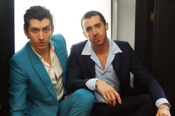 "The Last Shadow Puppets presentan el videoclip de ""This is Your Life"". Cusica Plus"
