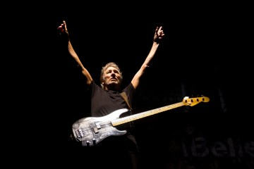 "Roger Waters presenta un video de su interpretación de ""Pigs"" con imágenes contra Trump. Cusica Plus"