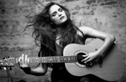 Andrea Lacoste anuncia nuevo disco para este año . Cusica Plus