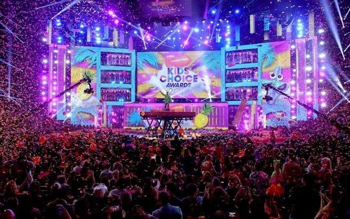 Escenario de los Kids Choice Awards 2017. Cusica plus