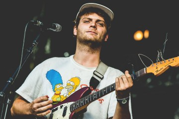 "Mac DeMarco y Mark Ronson aparecen en documental ""Off the Record"". Cusica plus"