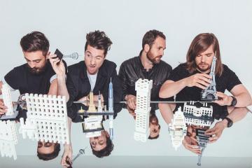 """Bastille presento el videoclip de su sencillo """"Glory"""" parte de su reciente disco 'Wild World' lanzado el septiembre pasado."""