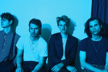 Foster The People te invitan a sentarse junto a ellos. Cusica plus.