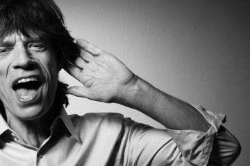 Mick Jagger se adentra en la situación política de Inglaterra en sus nuevos sencillos. Cusica Plus.