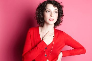 "St. Vincent llena de color su ""New York"". Cusica plus."