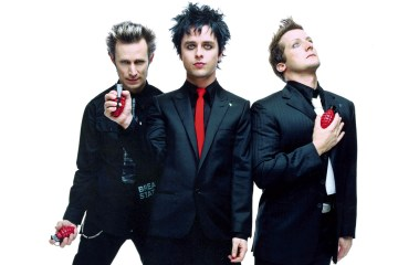 "Green Day nos recuerda el estado del mundo con el video de ""Troubled Times"". Cusica Plus."