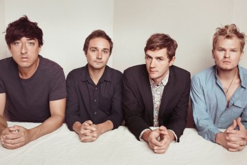 "Grizzly Bear nos invita a una extraña boda en el video de ""Mourning Sound"". Cusica Plus"