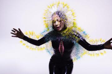"""Escucha """"The Gate"""" el minimalista primer adelanto del nuevo disco de Björk. Cusica Plus."""