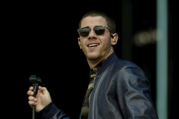 "Nick Jonas se pierde en el desierto en el video ""Find You"". Cusica Plus."