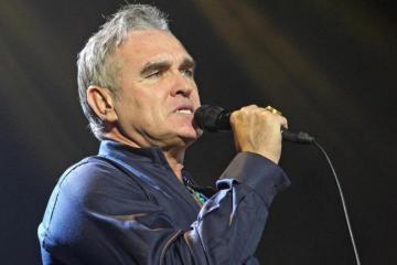 Morrissey nos invita a pasar el día en la cama en su nuevo sencillo. Cusica Plus.