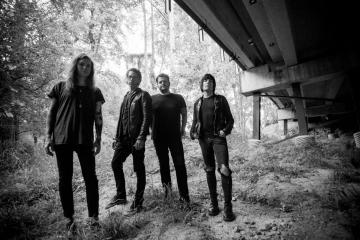 "Against Me! le da forma punk al clásico de Tom Petty ""Runnin' Down A Dream"". Cusica Plus."