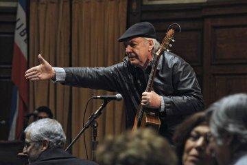 Falleció el cantante y compositor uruguayo Daniel Viglietti. Cusica plus.