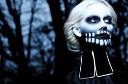 "Fever Ray celebra Halloween temprano con el video de ""To The Moon And Back"". Cusica Plus."