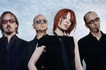 "Garbage revive en acústico su éxito ""Only Happy When It Rains"". Cusica Plus."