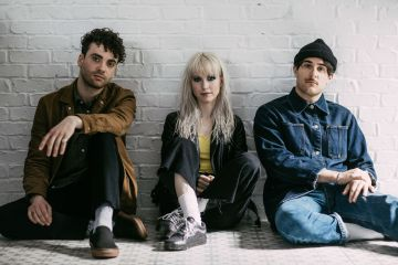 Deprimete felizmente con el nuevo video de Paramore. Cusica Plus.