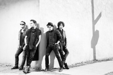 "Fall Out Boy celebra el día de los muertos con ""Hold Me Tight Or Don't"". Cusica Plus."