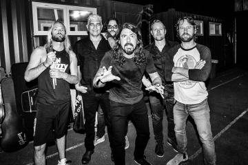 Los Foo Fighters le rindieron tributo a Malcolm Young con 'Let There Be Rock'. Cusica Plus.