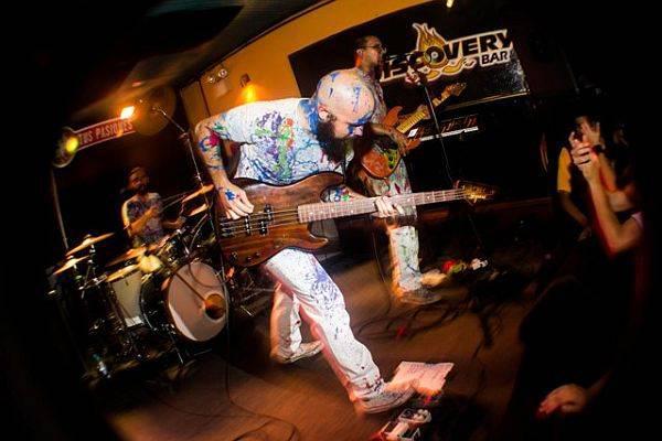 La Vida Boheme en el clausurado local de rock caraqueño, Discovery Bar.