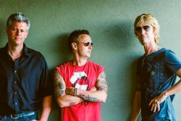 Escucha la banda formada por Guns n' Roses y Pearl Jam The Levee Walkers. Cusica Plus.