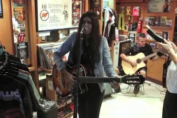 Claudia Prieto está le cantó a Jorge Drexler para que le dejara abrir la gira. Cusica Plus.