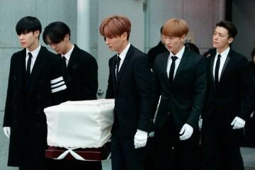 Estrellas del K-pop asisten al funeral del cantante Jonghyun. Cusica plus.