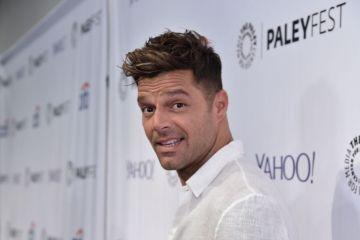 """Ricky Martin se enamora en su nuevo sencillo """"Fiebre"""". Cusica Plus."""