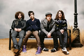 "Fall Out Boy presenta ""Hold Me Tight Or Don't"" en el programa de James Corden. Cusica Plus."