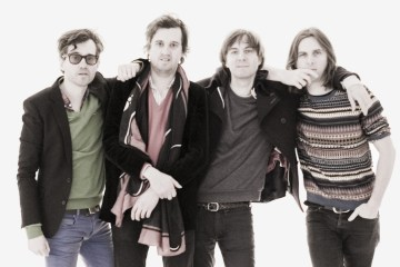 "Phoenix revive ""No Woman"" de la banda Whitney. Cusica Plus."