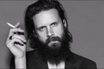 Father John Misty es el cliente favorito de Dios. Cusica Plus.