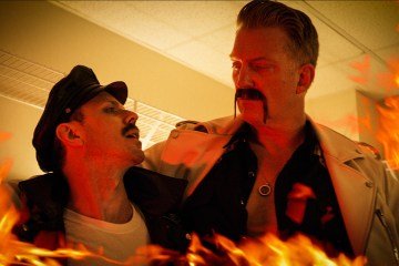 Josh Homme tiene un cameo en el nuevo video de Jake Shears de Scissor Sisters. Cusica Plus.