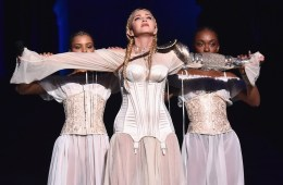 Madonna estrenó nuevo tema en el Met Gala 2018, para celebrar su cumpleaños 60. Cusica Plus.