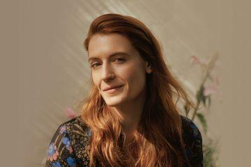 "Florence and the Machine versionó ""Cornflake Girl"" de Tori Amos'. Cusica Plus."