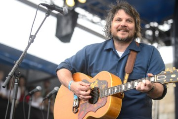 Jeff Tweedy de Wilco lanza su nuevo disco solista 'Warm'. Cusica Plus.