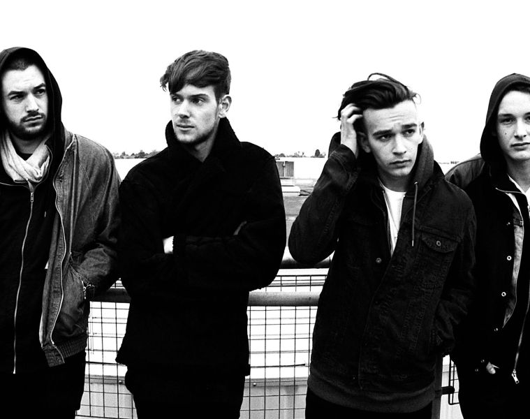 "The 1975 comparte el lyric video de ""I Like America And America Likes Me"". Cusica Plus."