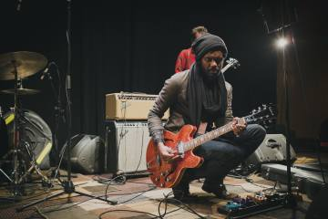 "Gary Clark Jr explora la América de Trump en su tema ""This Land"". Cusica Plus."